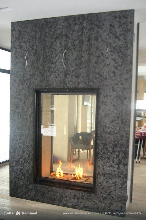 Moderne sisekamin Schmid eritellimusel kahepoolse klaasiga kaminasüdamik