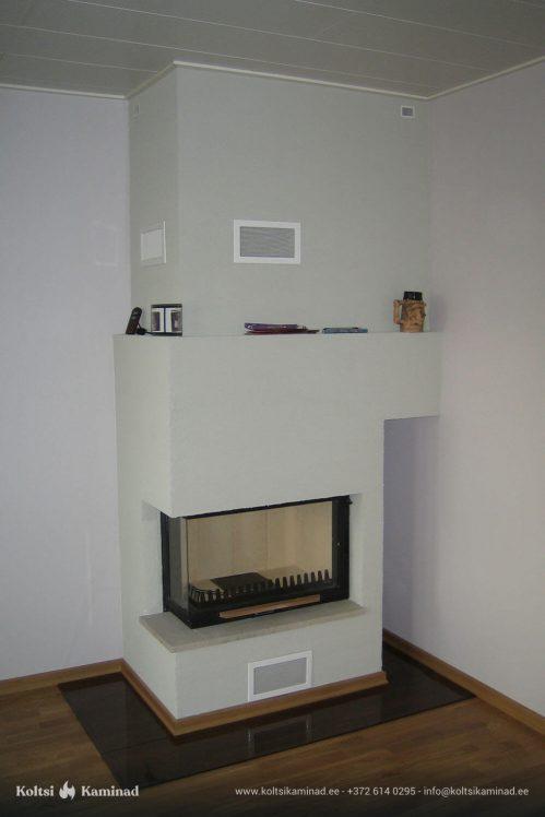 Moderne sisekamin nurgaklaasiga kaminasüdamik valge
