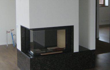 Moderne sisekamin nurgaklaasiga kaminasüdamik valge must