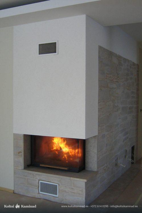 Moderne sisekamin nurgaklaasiga tulega