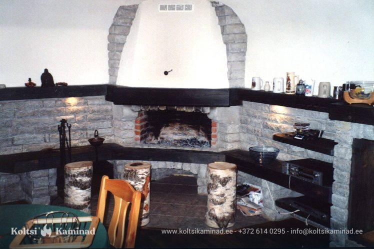 kamin avatud koldega kasutuses