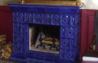 kamin avatud koldega sinine