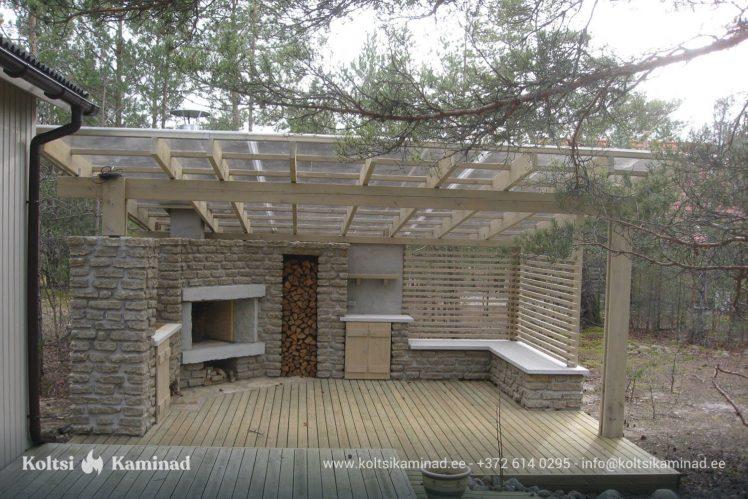väliköök läbipaistva katusega